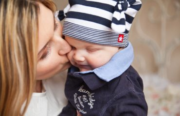 baby mom kisses