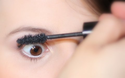 apply your tubing mascara