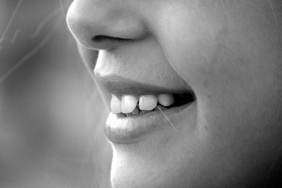 photo black and white of smiling teeth